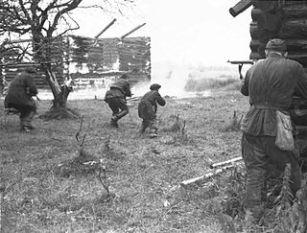 partisans_attack_village